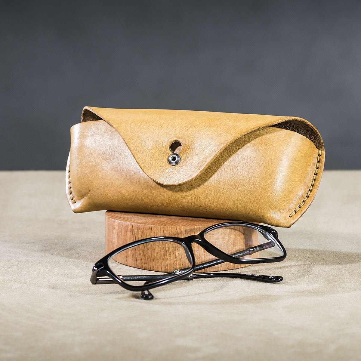 Leather spectacle cases Beige 2.